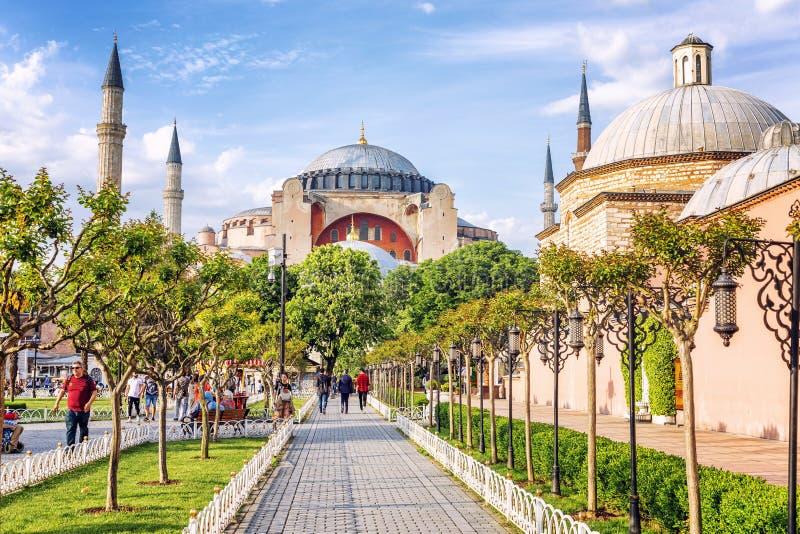 Istanbul, Turquie, 05/22/2019 : Belle vue du parc à Aya Sofia Cathedral Jour d'?t? ensoleill? image stock