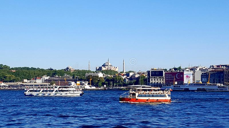 ISTANBUL, TURQUIE - 30 JUILLET : Panorama de ville et de Bosfor d'Istanbul photo libre de droits