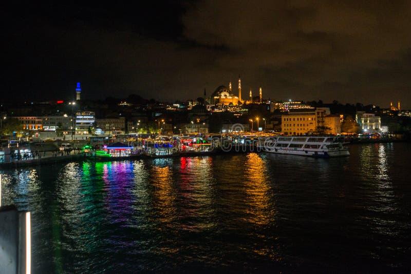 Istanbul, Turquie : Paysage de nuit avec des vues de la mosquée de Sultanahmet Camii C'est l'un des endroits de touristes princip images libres de droits