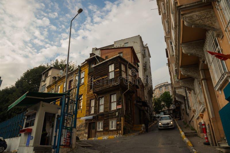 Istanbul, Turquie : Vieille maison en bois Vue de rue de secteur de Balat photo libre de droits