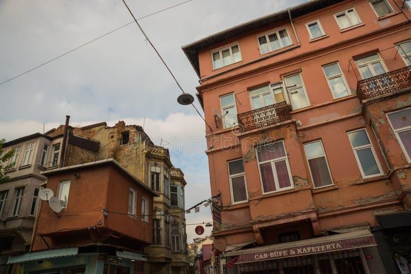 Istanbul, Turquie : Vue de rue de secteur de Balat, les voisinages les plus anciens à Istanbul avec le style architectural intére photos libres de droits