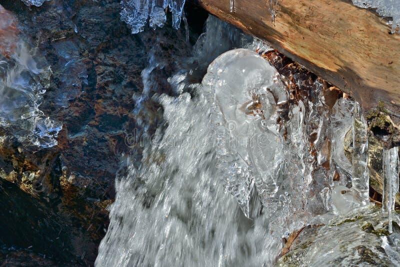 Istappar och vatten 4 arkivfoton