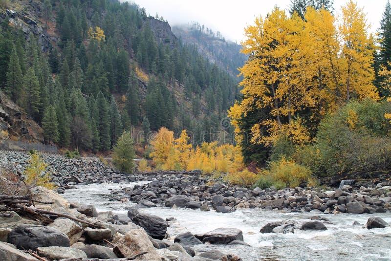 Istappflod i höst, Leavenworth, Washington arkivfoton