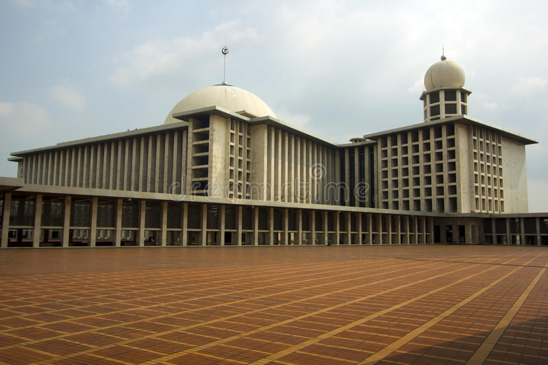Istiqlal moské, jakarta, indonesia royaltyfri fotografi