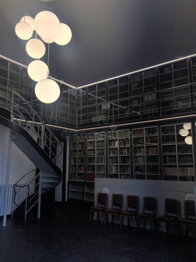 Istituto Nazionale di Ricerca Metrologica INRIM en la ciudad de Turín, Italia Arquitectura, historia, conocimiento, libros y arte imágenes de archivo libres de regalías