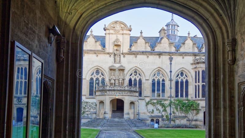 Istituto universitario del ORIEL, università di Oxford, portone anteriore e costruzioni tradizionali fotografie stock