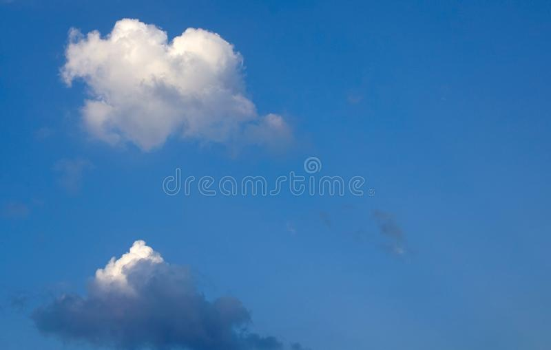 Istny serce kształtująca chmura obraz stock