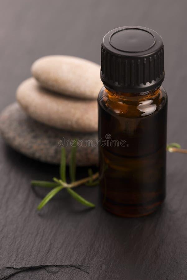 istotnego oleju rozmaryny fotografia stock