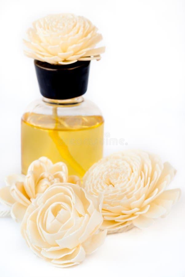 Istotny olej z Handmade kwiat płochy dyfuzorami fotografia stock