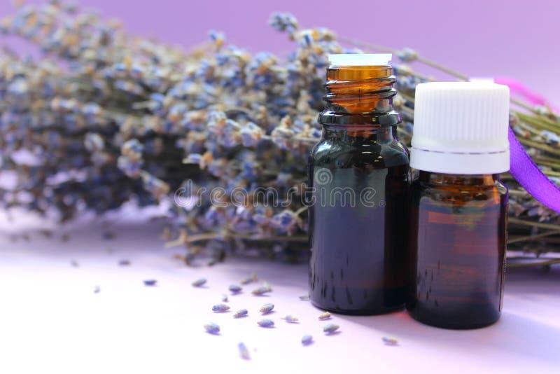 istotnych kwiatów lawendowy olej Aromatherapy obraz royalty free