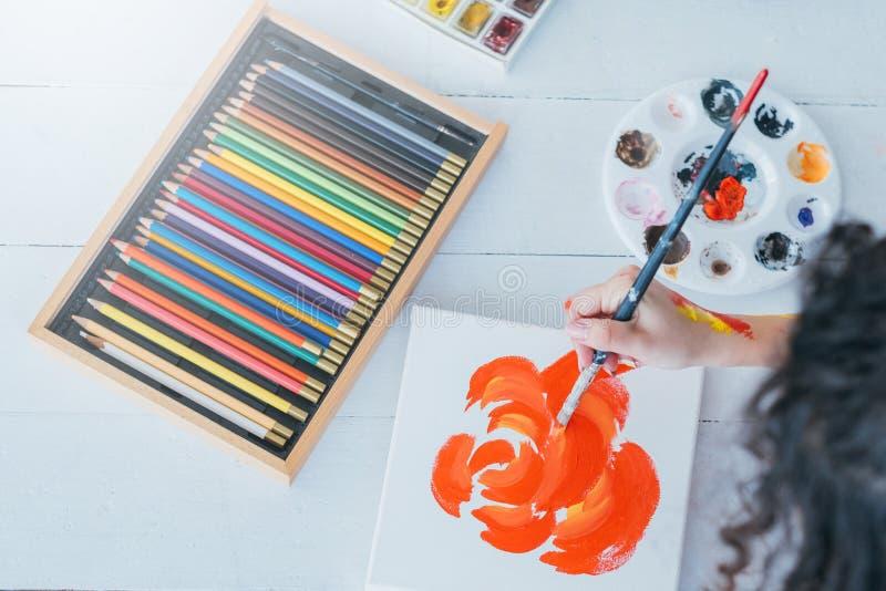 Istotnych obraz dostaw barwioni ołówki ustawiający zdjęcie stock