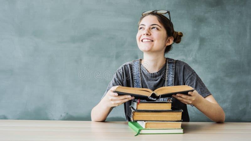 Istruzione dello studente di nuovo al concetto della scuola immagine stock libera da diritti