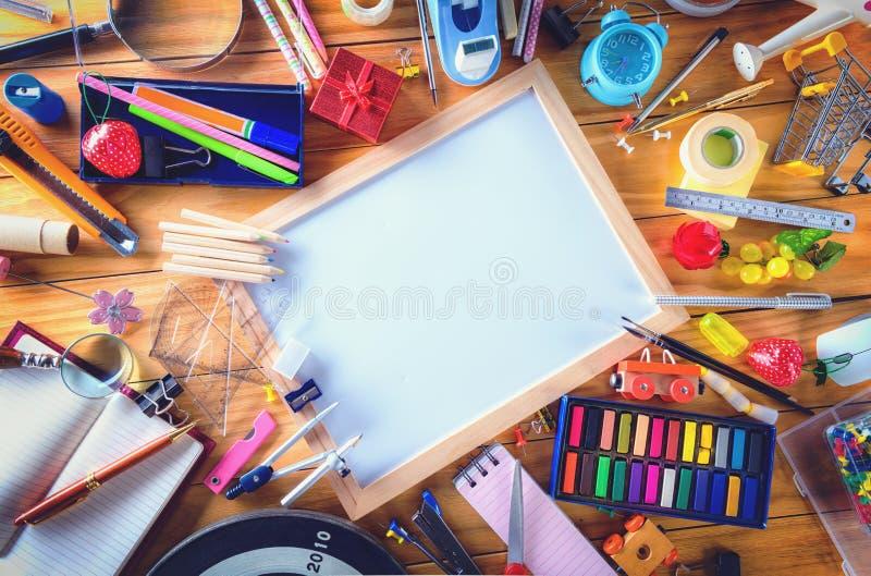 Istruzione, di nuovo al concetto della scuola con lo spazio della copia fotografia stock