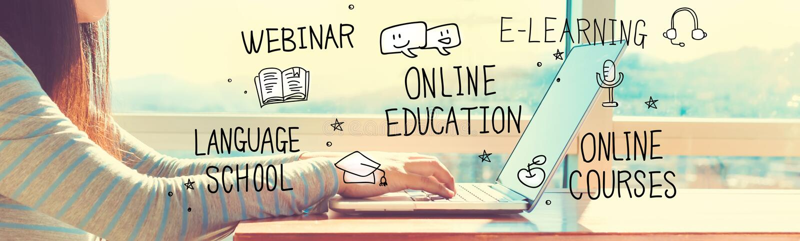 Istruzione online con la donna che lavora ad un computer portatile immagine stock