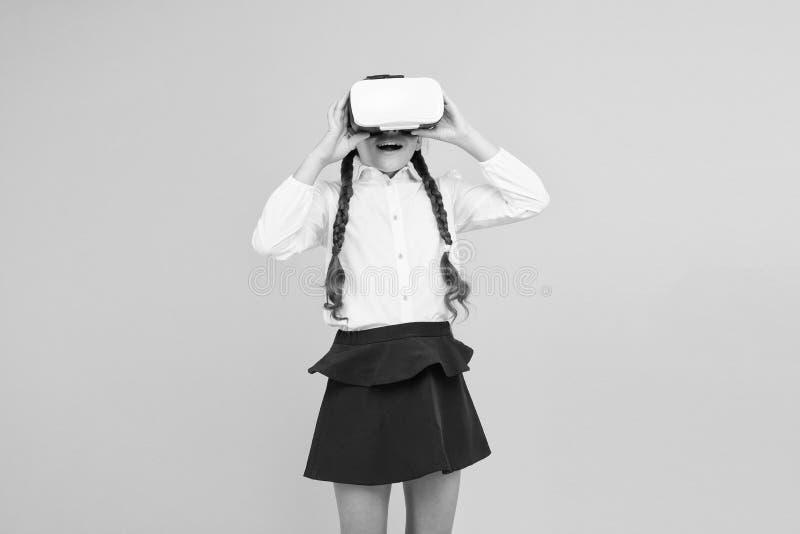 Istruzione virtuale Riflessioni sulla realtà virtuale immersa nelle vere aule Cambiare le esperienze digitali in modo da imparare immagine stock