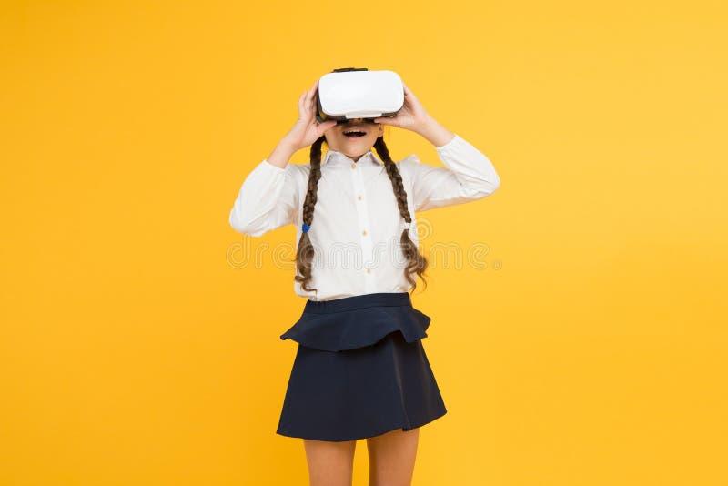 Istruzione virtuale. Riflessioni sulla realtà virtuale immersa nelle vere aule. Cambiare le esperienze digitali in modo da impara immagine stock
