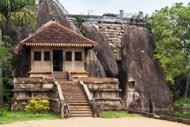 Isurumuniya Vihara, en buddistisk grottatempel på den sakrala staden av Anuradhapura, kulturell triangel, Sri Lanka, Asien royaltyfria foton