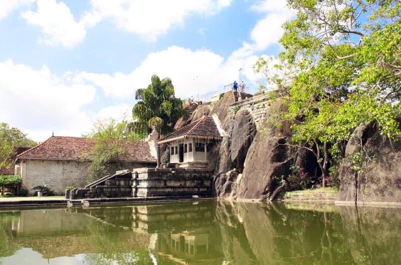 Isurumuniya Vihara, templo budista de la cueva, Anuradhapura, Sri Lanka fotografía de archivo