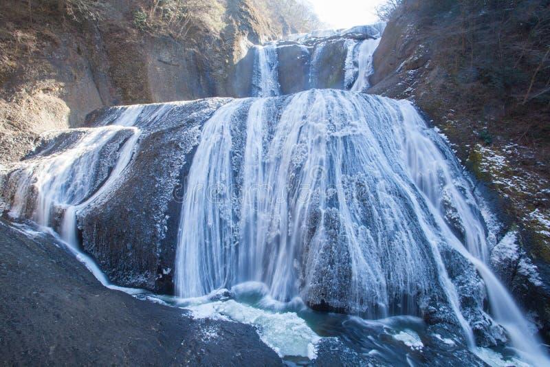 Isvattenfall i vintersäsongFukuroda nedgångar royaltyfria bilder