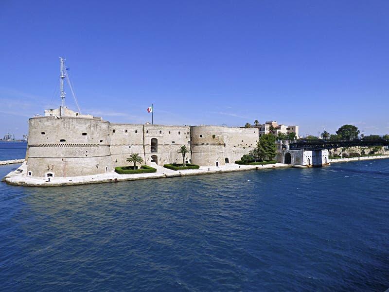 Itália, Puglia, Taranto, o castelo de Aragonese fotografia de stock royalty free