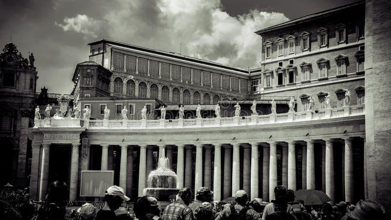 Itália, Roma, o quadrado de St Peter vatican colonnades Nenhuns 2 fotografia de stock royalty free