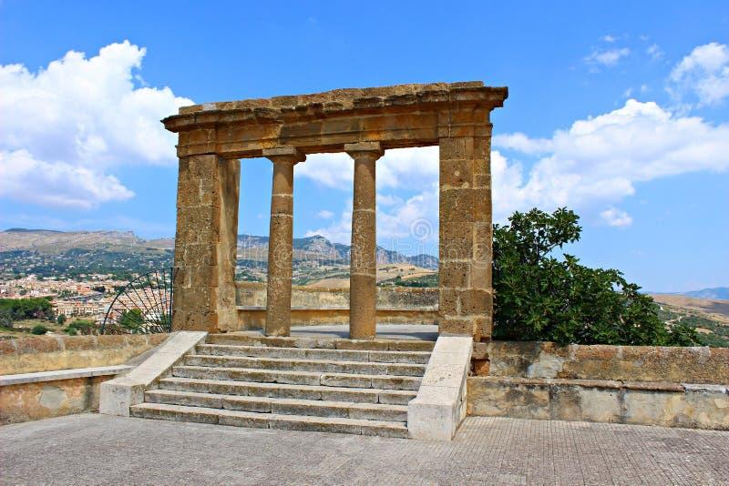 Itália, Sicília: Vista das ruínas em Sambuca de Sicília foto de stock royalty free