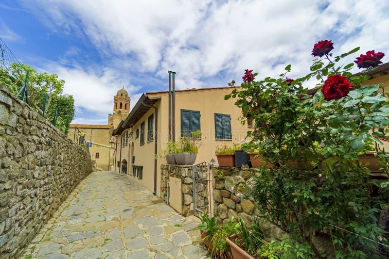 Itália, Toscânia, della Pescaia de Castiglione, Maremma Toscânia, ao longo das aleias da vila, hdr imagem de stock