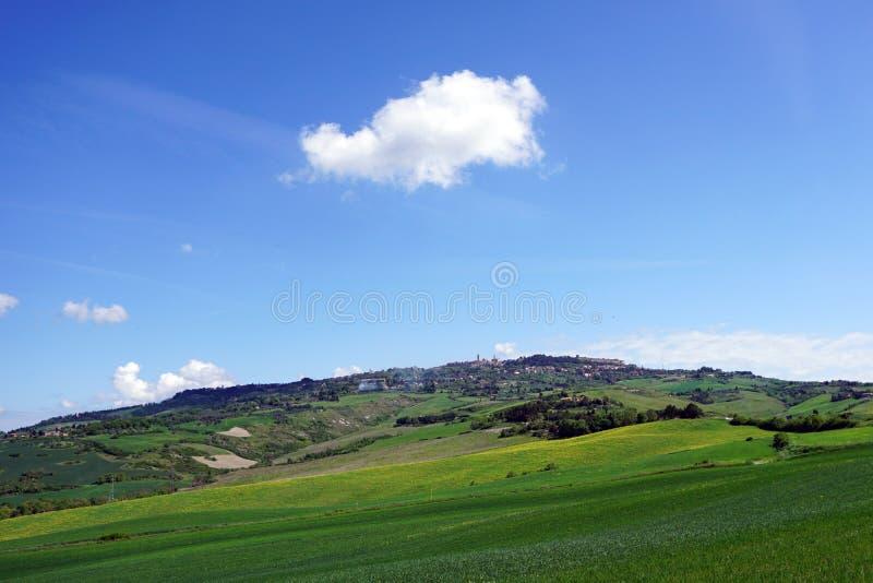 Itália Toscânia, Volterra, vista panorâmica da cidade do campo foto de stock royalty free