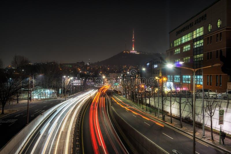Itaewon bij nacht stock foto's