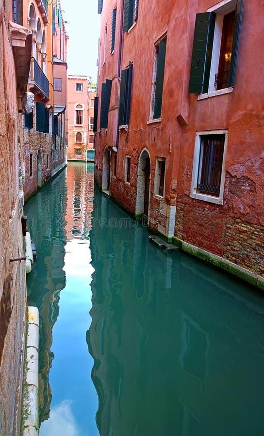 Italië Gang door de straten en de kanalen van Venetië royalty-vrije stock foto