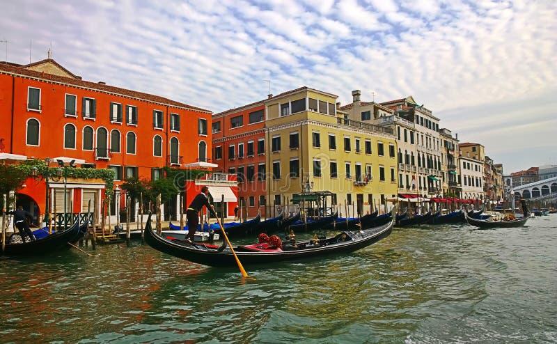 Italië Gang door de straten en de kanalen van Venetië stock afbeelding