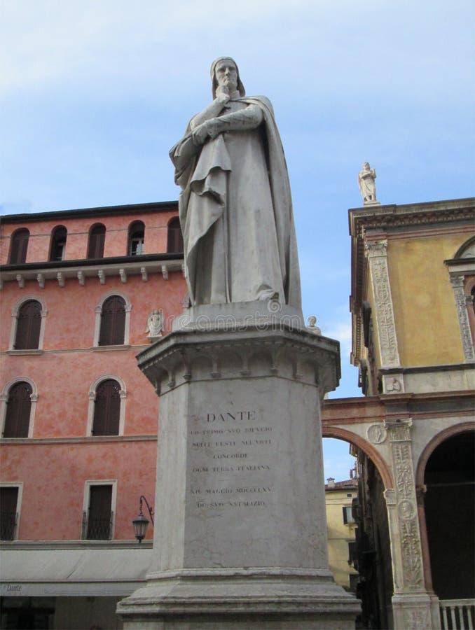 Italië Het standbeeld Verona van Dante royalty-vrije stock foto