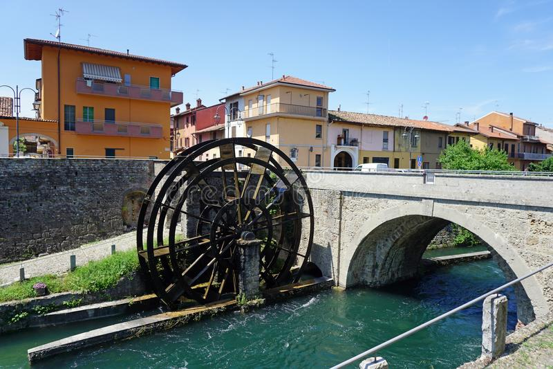 Italië, Lombardije, langs het Martesana-waterkanaal stock afbeelding
