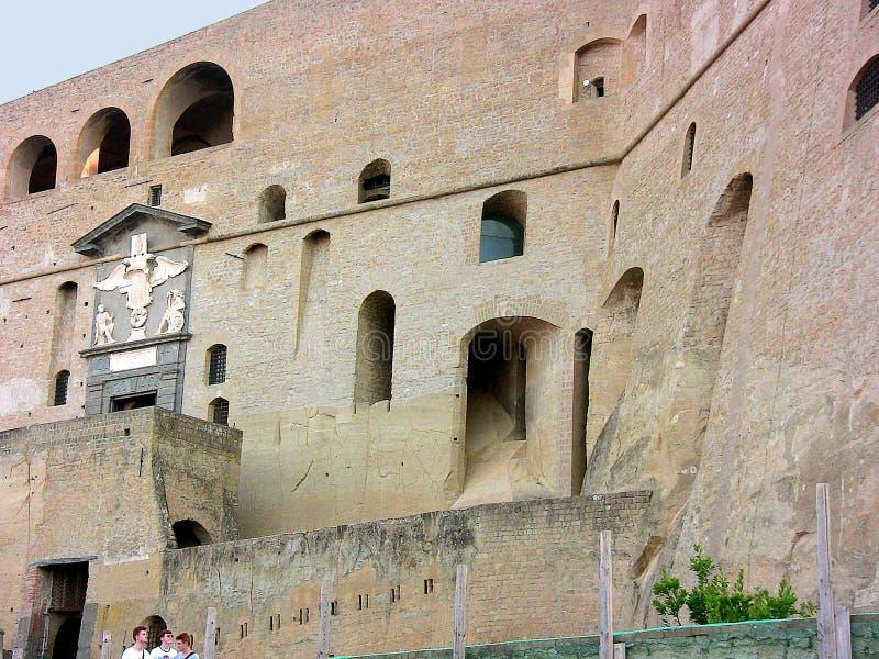 Italië Napels Sant ` Elmo, voorgevelopeningen royalty-vrije stock foto