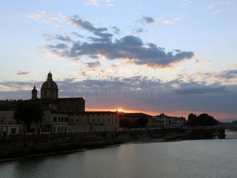 Italië, Toscanië, Florence, zonsondergang over stock foto's
