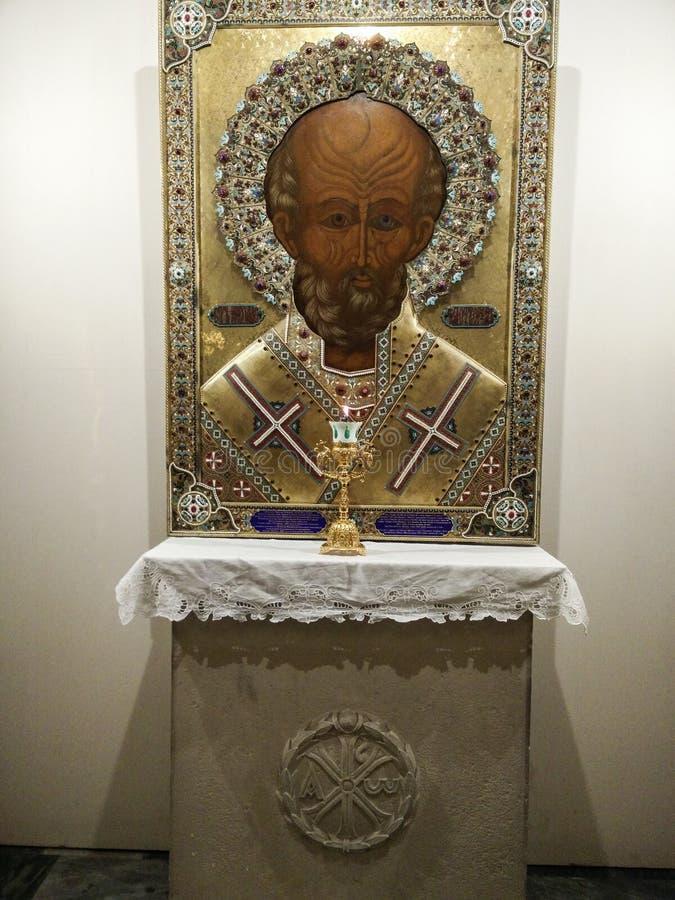 Itali? bari Basiliek van San Nicola Binnen de Crypt waar de vereerde overblijfselen van de Heilige worden gehouden stock afbeelding