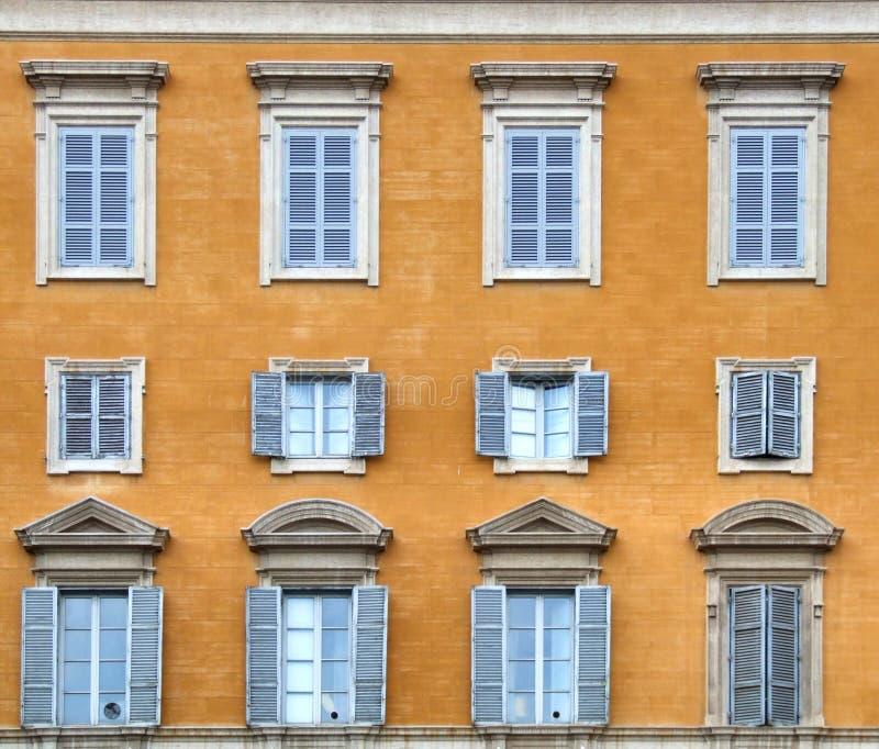 Italia - composición de las ventanas foto de archivo