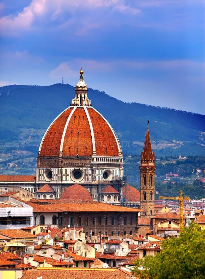 Italia. Florencia. Catedral Santa Maria del Fiore contra el cielo nublado fotografía de archivo libre de regalías