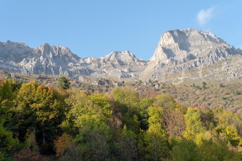 Italia, montañas ligures en otoño foto de archivo libre de regalías