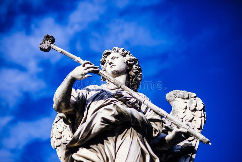 Italia, Roma, ` Ángel, estatua de Castel Sant de Ángel con el spong imagen de archivo libre de regalías