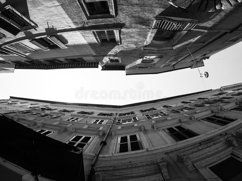 Italia, Roma - Skyskrapers antiguo y callejones estrechos fotos de archivo libres de regalías