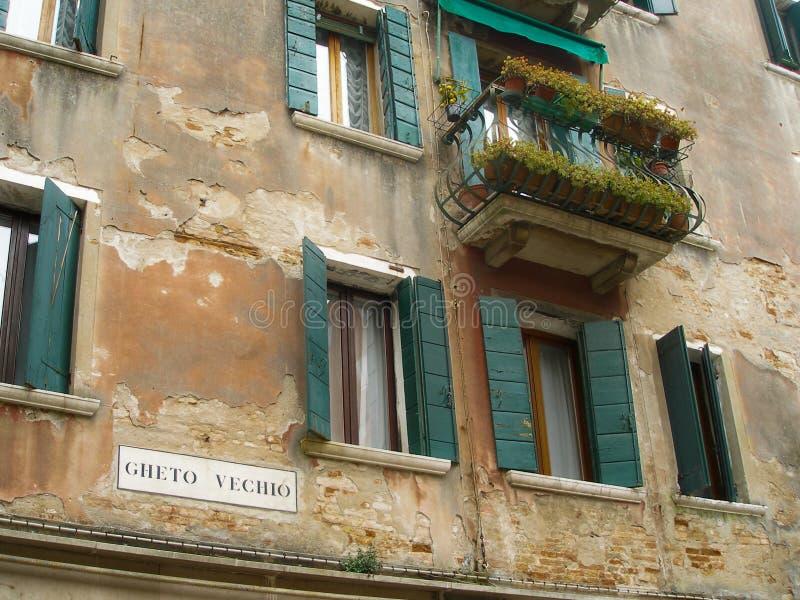 Italia, Venecia, Gheto Vechio, ghetto viejo, apartamento cuarto judío con el balcón imagen de archivo libre de regalías