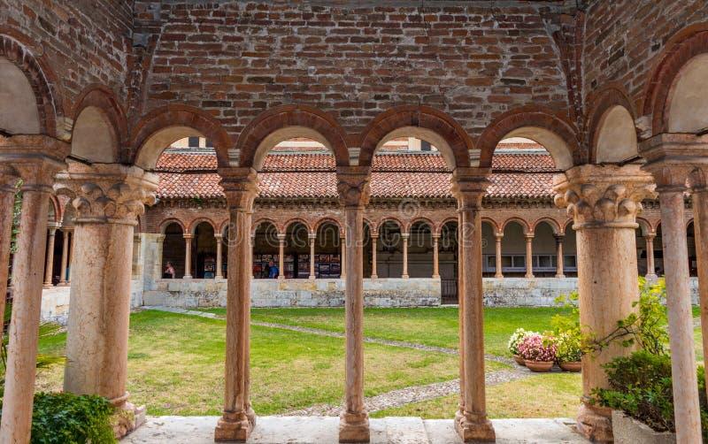 Italia, Verona, cathdrale de Zeno del santo afuera foto de archivo libre de regalías