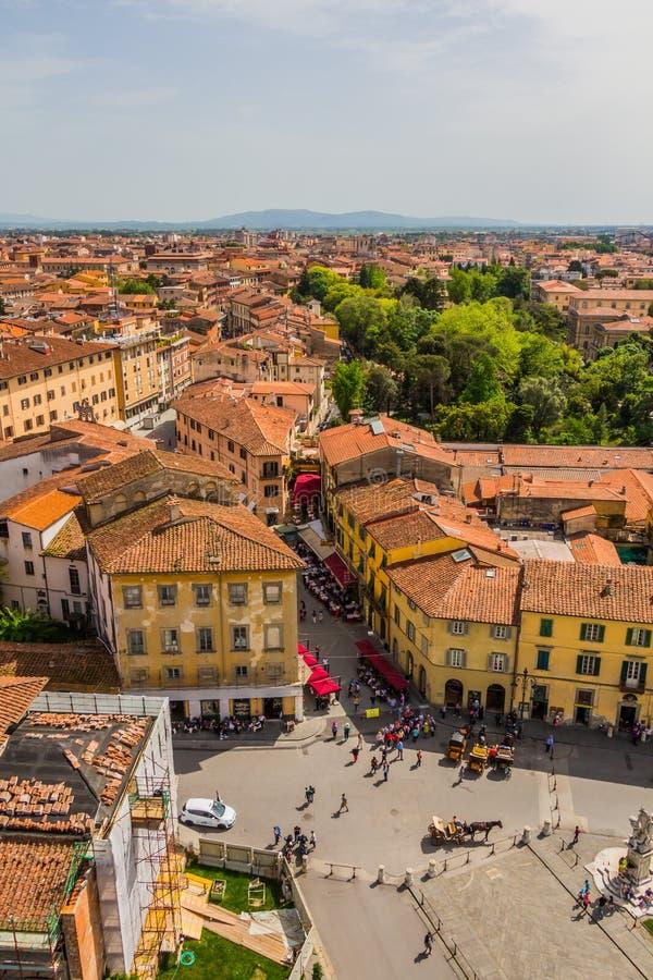 Italia: vista de la ciudad vieja de Pisa de la torre inclinada imagen de archivo libre de regalías