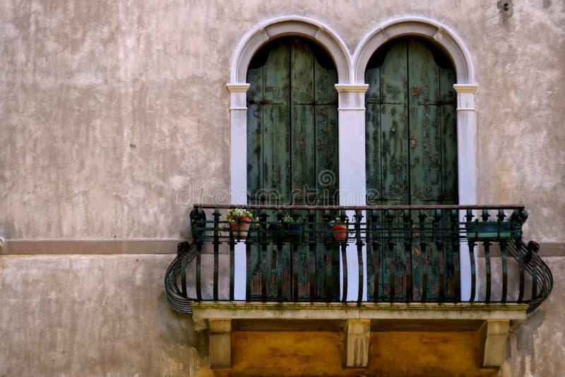 Italiaans balkon stock foto's