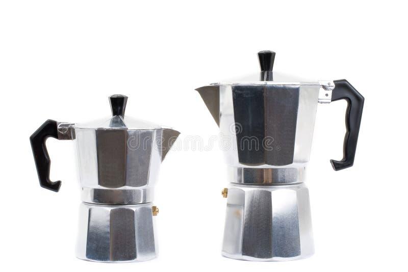Italiaans koffiezetapparaat dat op witte achtergrond wordt geïsoleerde stock foto