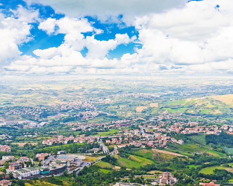 Italiaans landschap Mening van hoogten van San Marino royalty-vrije stock afbeeldingen
