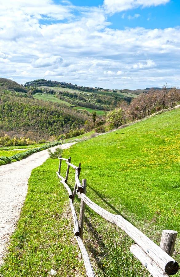 Italiaans landschap met landweggen royalty-vrije stock foto