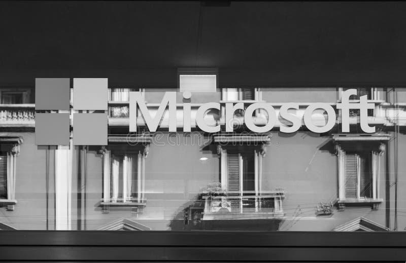 Italiaans Microsoft-hoofdkwartier in zwart-wit Milaan, stock fotografie