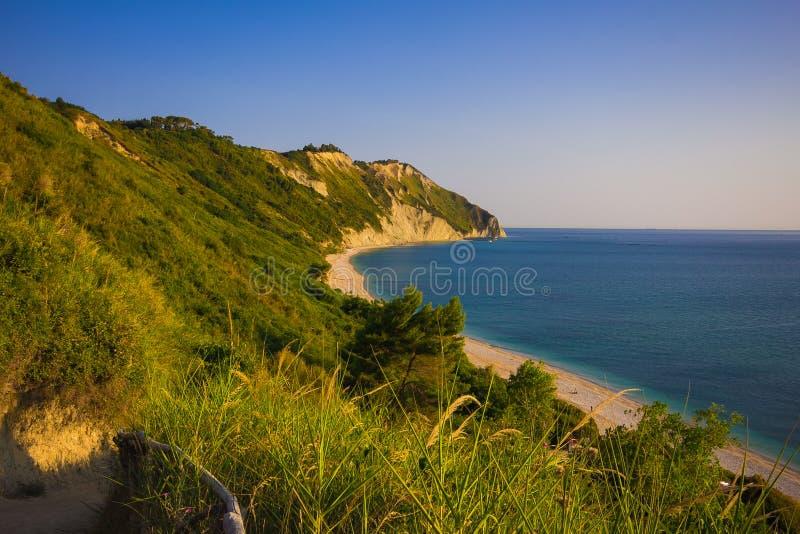 Italiaans strand in sirolo, Marche, Italië stock fotografie
